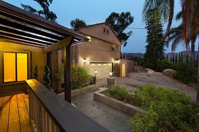 15304 Toya Lane, El Cajon, CA 92021 (#200045938) :: Team Tami