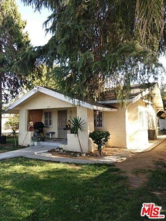 1217 Niles Street, Bakersfield, CA 93305 (#20636816) :: The Laffins Real Estate Team