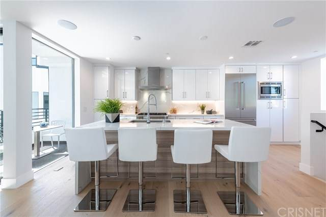 735 N Gramercy Place, Hollywood, CA 90038 (#SR20199916) :: Pam Spadafore & Associates
