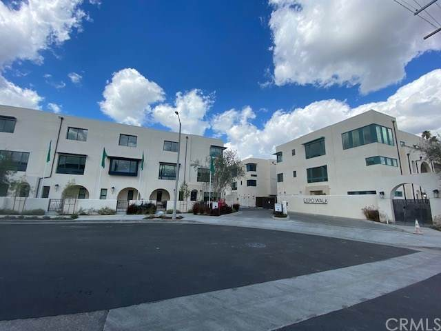 2921 W Exposition Place #4, Los Angeles (City), CA 90018 (#OC20200395) :: The Najar Group