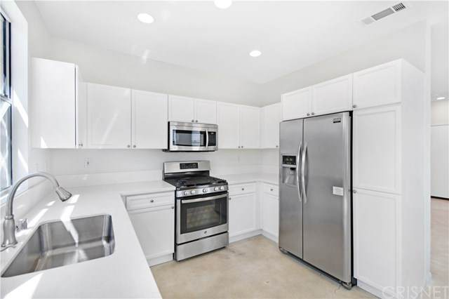 27845 Crown Court Circle #62, Valencia, CA 91354 (#SR20201330) :: The Marelly Group | Compass
