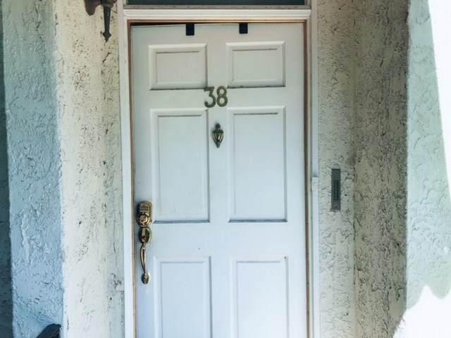 6540 Hayvenhurst Avenue #38, Lake Balboa, CA 91406 (#IN20202498) :: Crudo & Associates