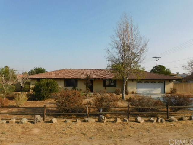 20066 Yucca Loma Road, Apple Valley, CA 92307 (MLS #CV20204604) :: Desert Area Homes For Sale