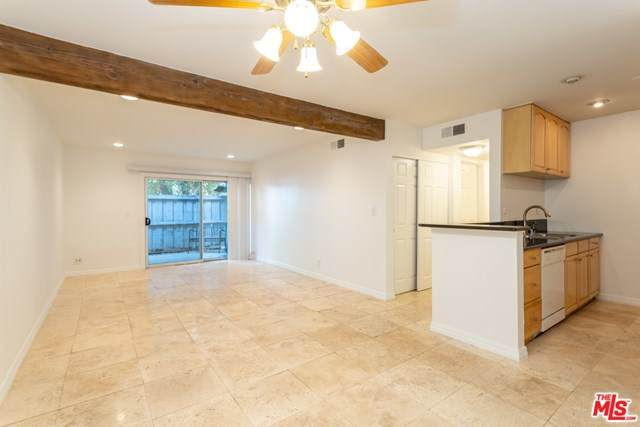 18620 Hatteras Street #118, Tarzana, CA 91356 (MLS #20638632) :: Desert Area Homes For Sale