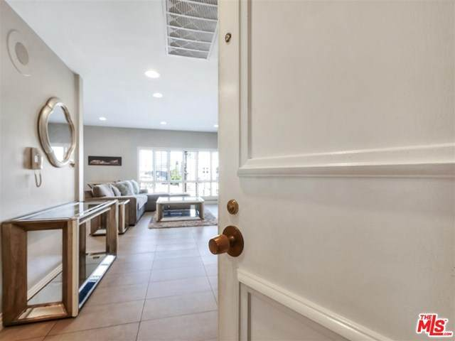 645 Wilcox Avenue 3D, Los Angeles (City), CA 90004 (MLS #20639402) :: Desert Area Homes For Sale