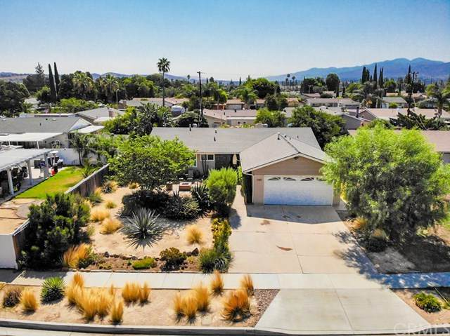 1085 Peaceful Drive, Corona, CA 92880 (#IG20185242) :: Mark Nazzal Real Estate Group