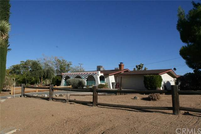 7995 Grand Avenue, Yucca Valley, CA 92284 (#JT20215798) :: Mainstreet Realtors®