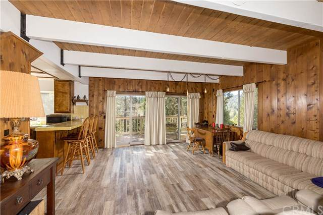 338 Grass Valley Road, Lake Arrowhead, CA 92352 (#EV20215982) :: eXp Realty of California Inc.