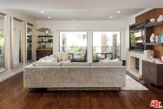 1821 Fairburn Avenue #301, Los Angeles (City), CA 90025 (#20645522) :: The Miller Group