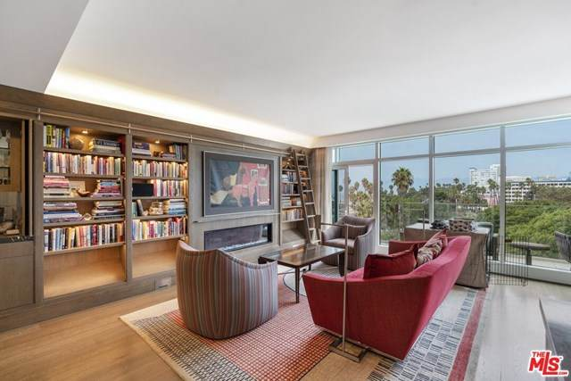 1705 Ocean Avenue #504, Santa Monica, CA 90401 (#20647810) :: Frank Kenny Real Estate Team