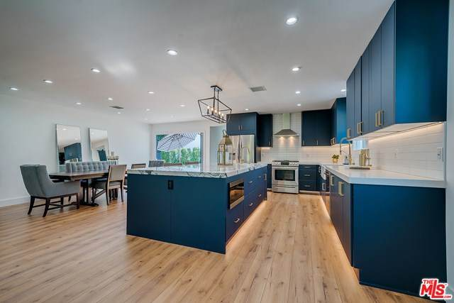 5811 Cantaloupe Avenue, Valley Glen, CA 91401 (#20648446) :: Z Team OC Real Estate