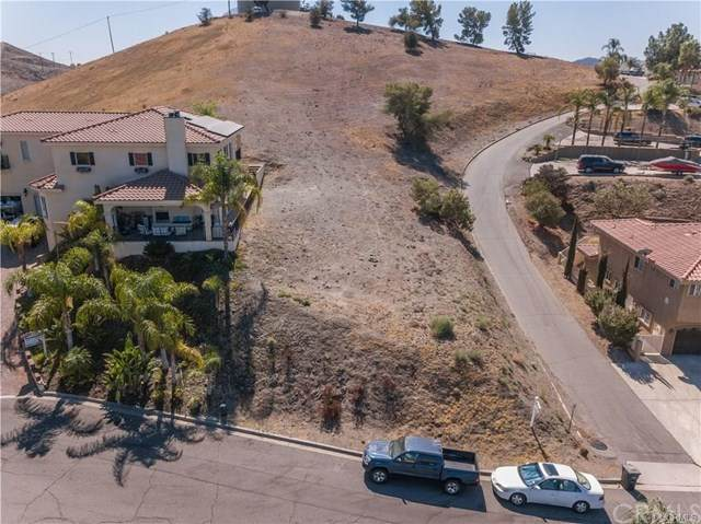 22880 Gold Rush Place, Canyon Lake, CA 92587 (#SW20220826) :: The Najar Group