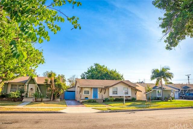 11342 214th Street, Lakewood, CA 90715 (#PW20217851) :: The Miller Group