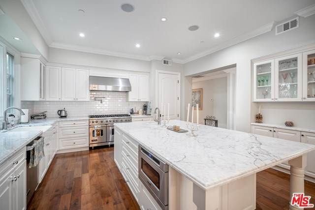 8707 Clifton Way, Beverly Hills, CA 90211 (#20649006) :: Powerhouse Real Estate