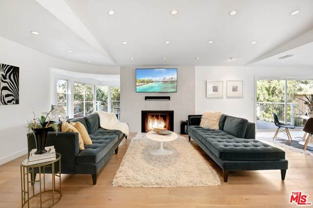 3260 Hillock Drive, Los Angeles (City), CA 90068 (#20648824) :: The Bhagat Group