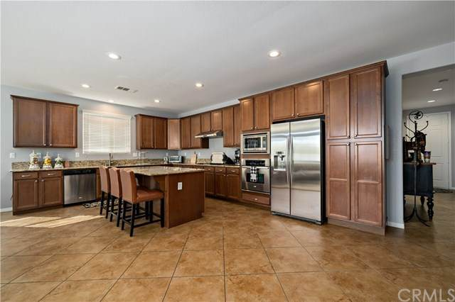 6942 Tiger Horse Circle, Eastvale, CA 92880 (#SW20222576) :: Team Forss Realty Group