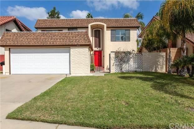 2113 W Chalet Avenue, Anaheim, CA 92804 (#PW20222808) :: Crudo & Associates