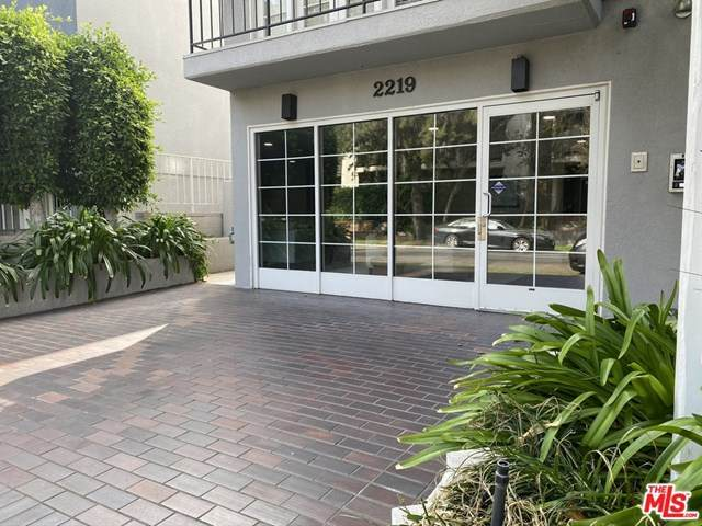 2219 S Bentley Avenue #104, Los Angeles (City), CA 90064 (#20650018) :: Z Team OC Real Estate