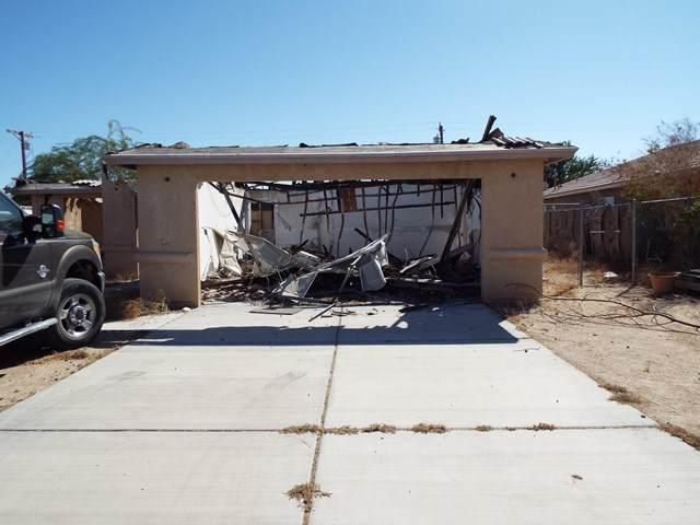 1231 Roselle Avenue, Salton City, CA 92275 (#219051755DA) :: Blake Cory Home Selling Team
