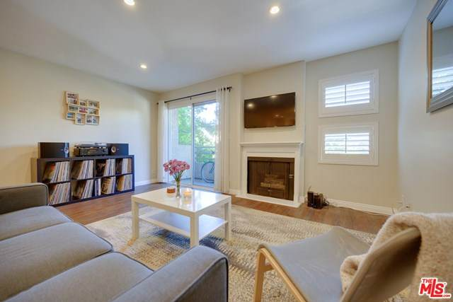 11230 Peach Grove Street #206, North Hollywood, CA 91601 (#20650242) :: RE/MAX Empire Properties
