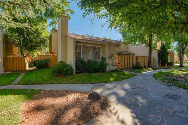 125 Connemara Way #126, Sunnyvale, CA 94087 (#ML81817013) :: The Costantino Group | Cal American Homes and Realty