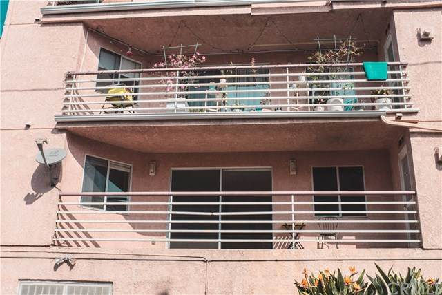 327 Chestnut Avenue #106, Long Beach, CA 90802 (#PW20224038) :: Wendy Rich-Soto and Associates