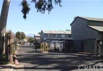 347 N Eucalyptus Avenue #19, Rialto, CA 92376 (#MB20222961) :: The Alvarado Brothers