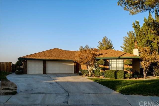 15860 Elcona Place, Victorville, CA 92395 (#EV20224774) :: The Miller Group