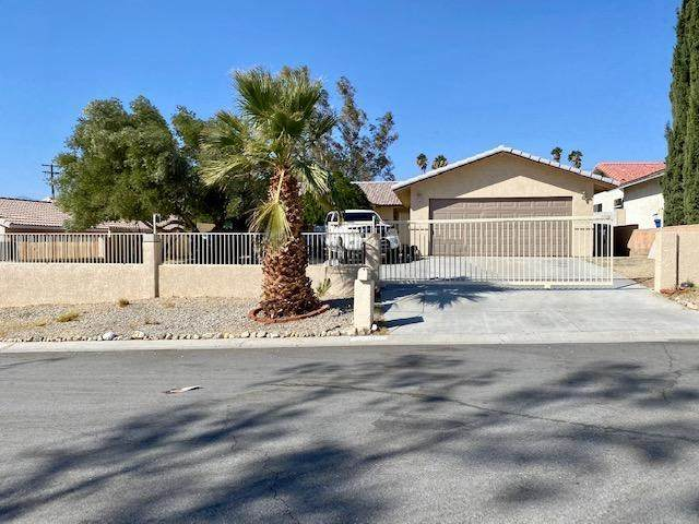 68180 Calle Azteca, Desert Hot Springs, CA 92240 (#219052055PS) :: Blake Cory Home Selling Team