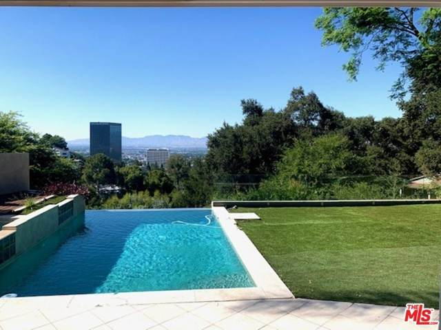 3208 Oakley Drive, Los Angeles (City), CA 90068 (#20653064) :: Mainstreet Realtors®