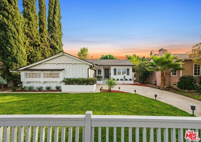 22024 Costanso Street, Woodland Hills, CA 91364 (#20653048) :: The Miller Group