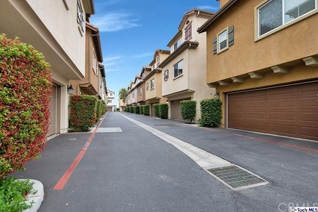 6840 De Celis Place #35, Van Nuys, CA 91406 (#320003787) :: Veronica Encinas Team