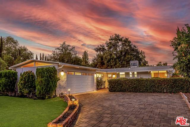 22835 Calabash Street, Woodland Hills, CA 91364 (#20653580) :: Veronica Encinas Team