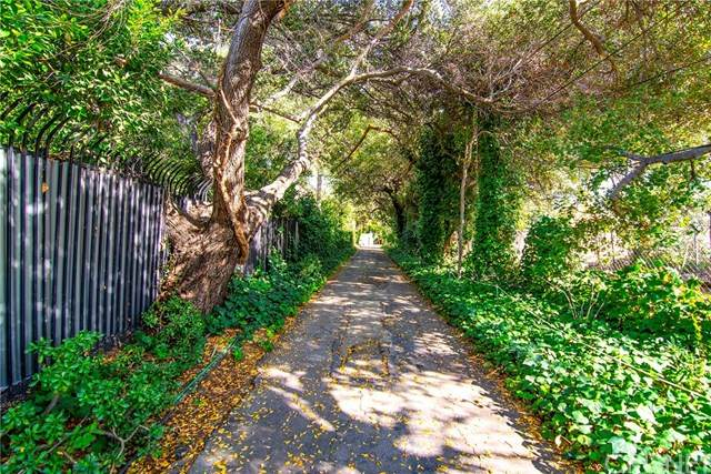 5419 Encino Avenue - Photo 1