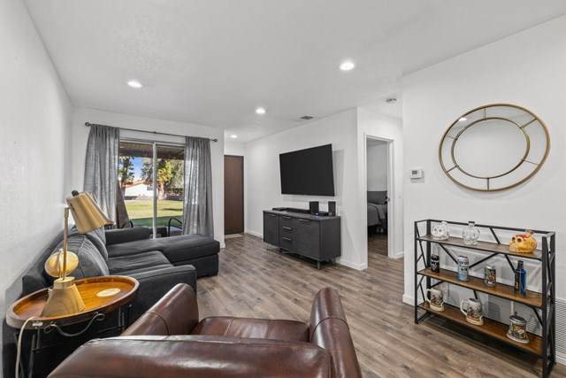 2825 N Los Felices Road #115, Palm Springs, CA 92262 (#219053038DA) :: Crudo & Associates