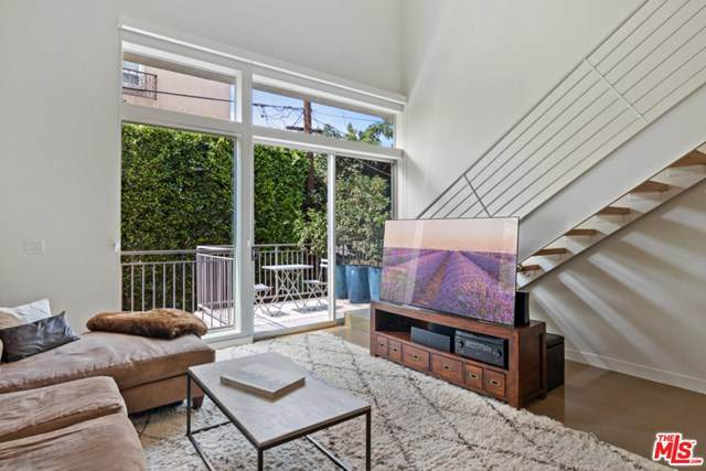 123 N Kings Road #12, Los Angeles (City), CA 90048 (#20660458) :: The Marelly Group | Compass