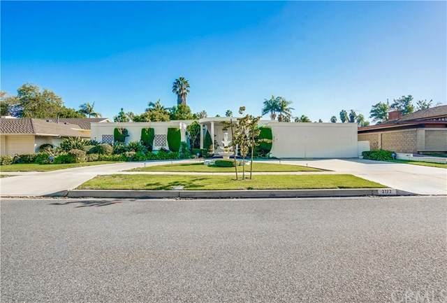 3772 Parkview Drive, Lakewood, CA 90712 (#PW20243393) :: The Results Group