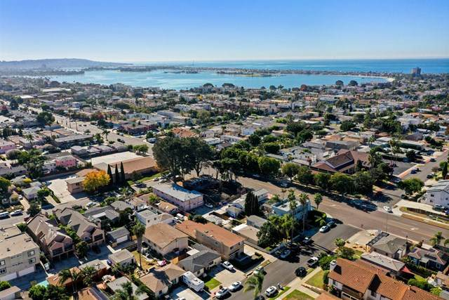 1633 Thomas Ave, San Diego, CA 92109 (#200052203) :: The Costantino Group | Cal American Homes and Realty