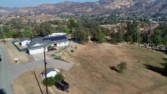 12020 Serena Rd, Lakeside, CA 92040 (#200052214) :: Veronica Encinas Team