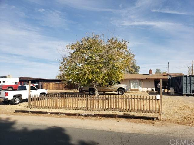 13475 Tutelo Road, Apple Valley, CA 92308 (#EV20244774) :: American Real Estate List & Sell