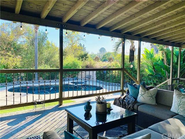 1405 Chestnut Lane, Vista, CA 92084 (#SW20244397) :: Steele Canyon Realty