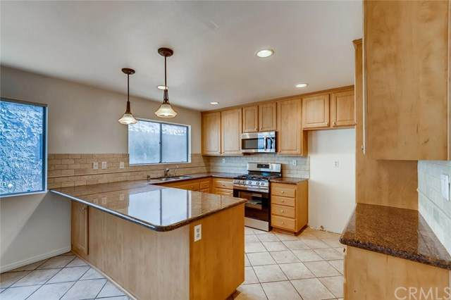 6121 Shoup Avenue #32, Woodland Hills, CA 91367 (#TR20245609) :: American Real Estate List & Sell