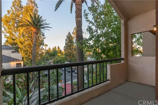 5535 Canoga Avenue #324, Woodland Hills, CA 91367 (#OC20246185) :: American Real Estate List & Sell