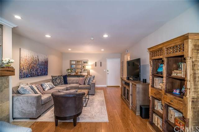 2000 Voorhees Avenue #10, Redondo Beach, CA 90278 (#SB20247328) :: Compass