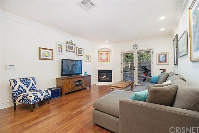 10618 Woodbridge Street #106, Toluca Lake, CA 91602 (#SR20247766) :: The Costantino Group | Cal American Homes and Realty