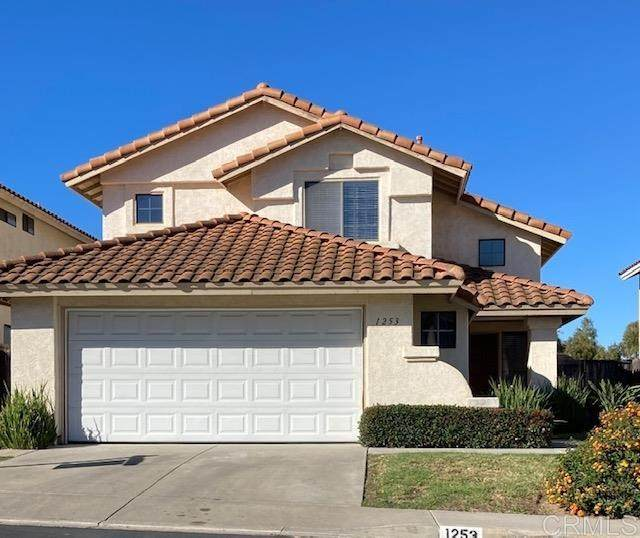 1253 Capistrano Lane, Vista, CA 92081 (#NDP2003097) :: Crudo & Associates