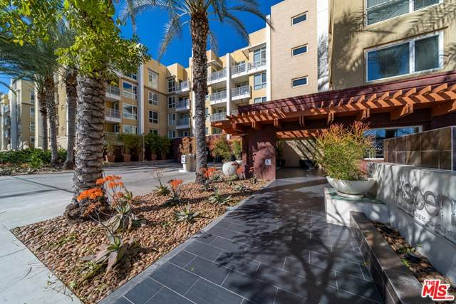 21301 Erwin Street #408, Woodland Hills, CA 91367 (#20666464) :: eXp Realty of California Inc.