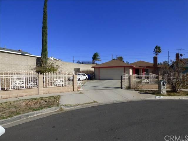 7605 Cherimoya Court, Fontana, CA 92336 (#TR20250988) :: Rogers Realty Group/Berkshire Hathaway HomeServices California Properties