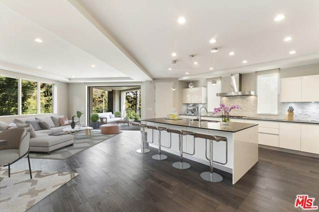 460 N Palm Drive #204, Beverly Hills, CA 90210 (#20667088) :: RE/MAX Masters