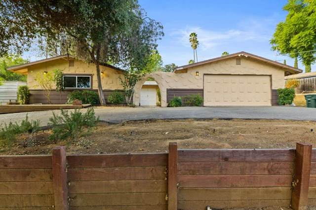 2211 Sunset Drive, Escondido, CA 92025 (#NDP2003548) :: Zutila, Inc.